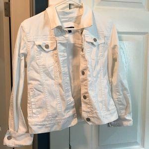 White gap jean jacket size medium.
